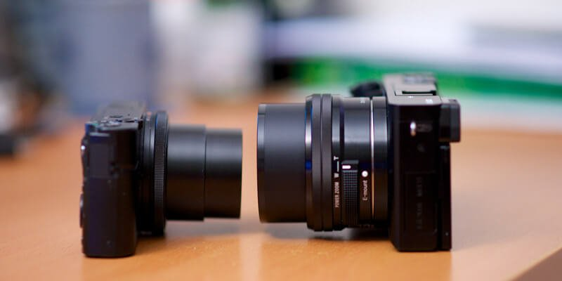 Compact-vs-mirroless-camera-size