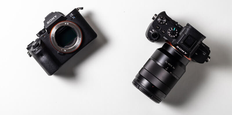 Mirrorless camera has interchangeable lens