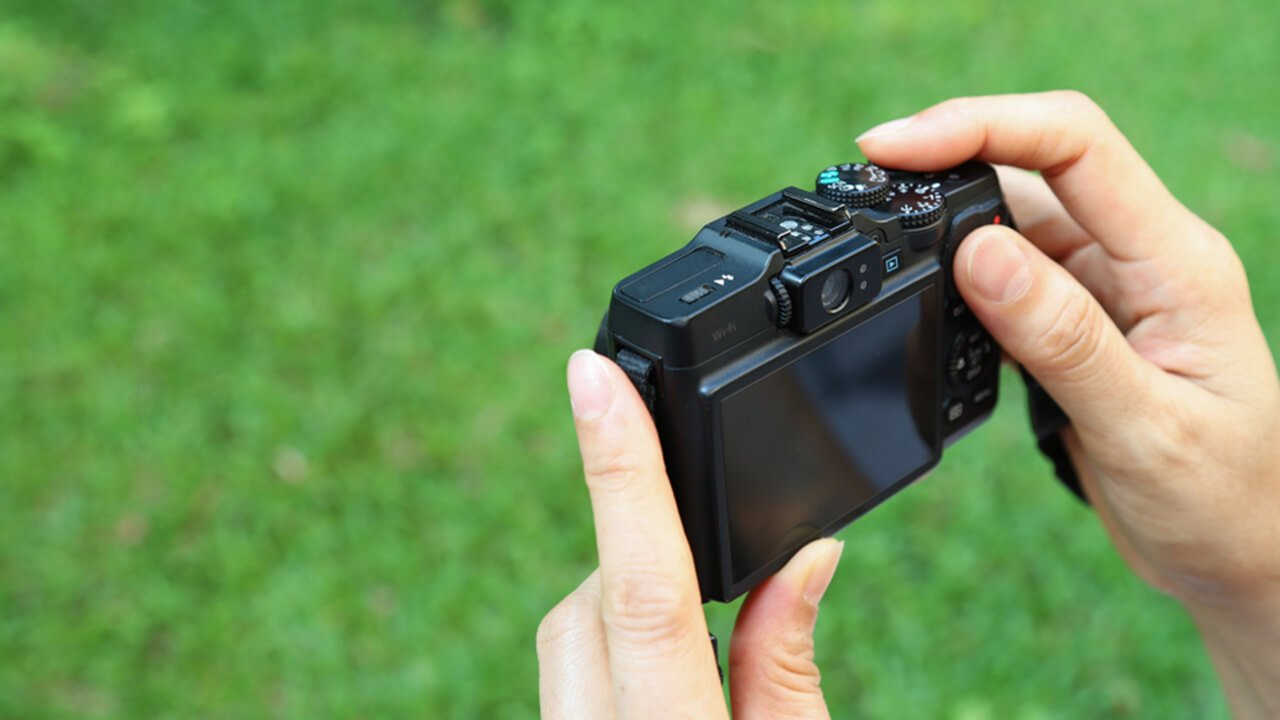 Shooting photos with digital compact cameras