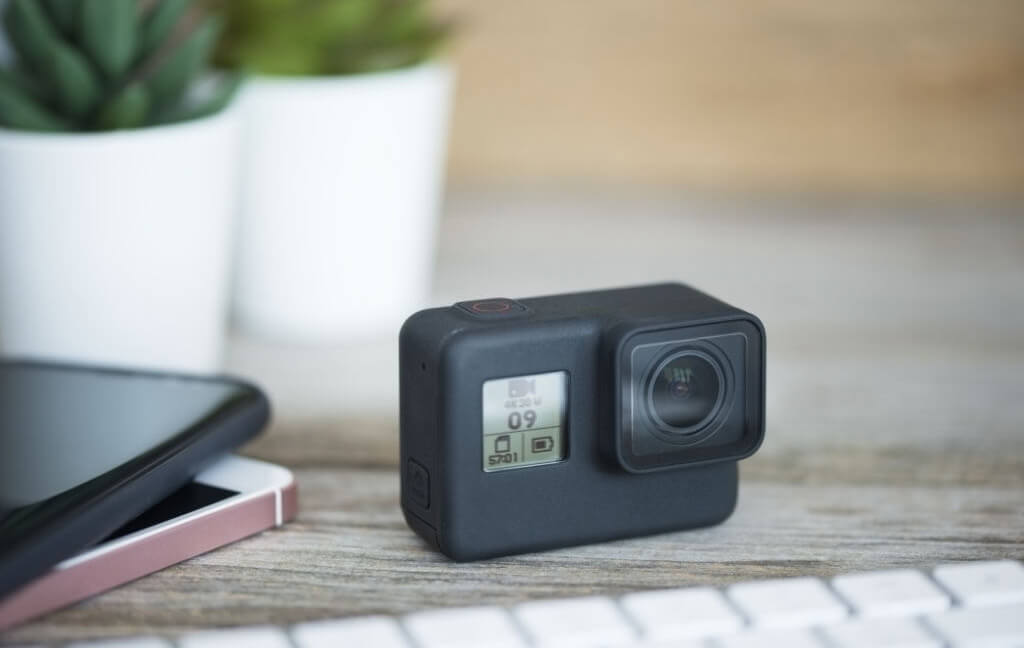 Action-camera-or-Smartphone