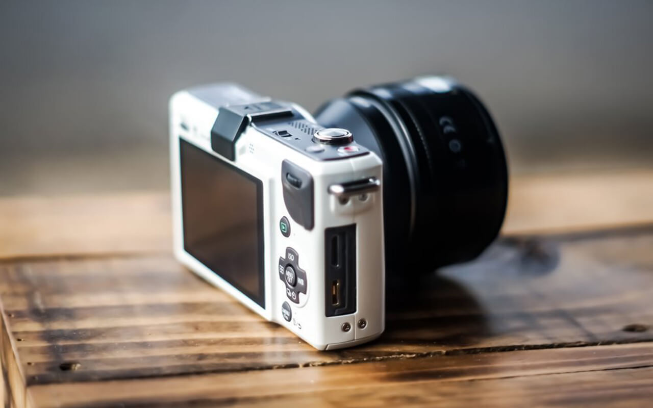 Can You Use a DSLR Lenses on a Mirrorless Camera